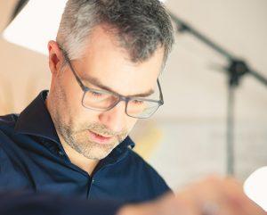Tobias Theel berät Unternehmen mit seiner Innoversität für mehr Kreativität, Innovation und Agilität.
