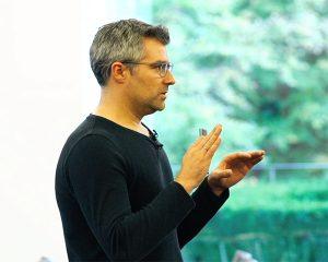 Als Speaker berichtet Tobias Theel von seinen Abenteuern, die er in Unternehmen und auch privat erlebt hat.